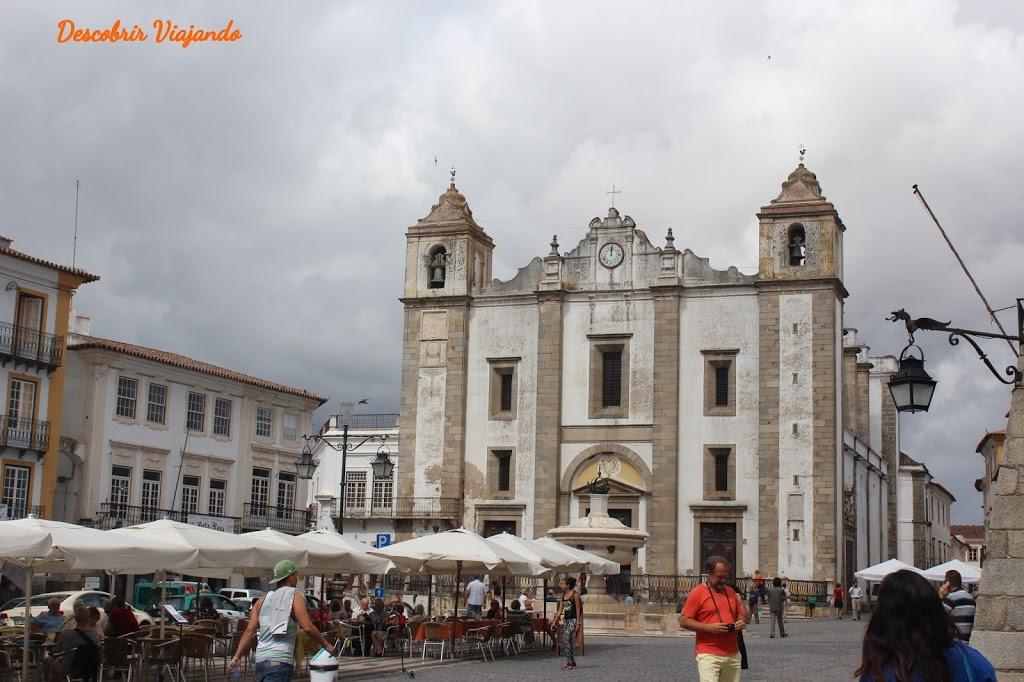 O que visitar ver e fazer em Évora - Praça do Giraldo